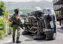 Vuelca camioneta tras impacto contra vehículo militar